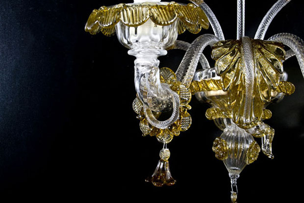 Applique artistico in vetro di Murano lavorato esclusivamente a mano con la millenaria arte dei maestri muranesi