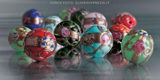 Perle veneziane realizzate con il vetro di Murano